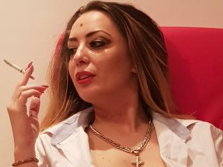 Photo de profil sexy du modèle AdnanaHot, pour un live show webcam très hot !