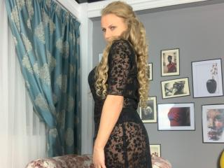 Photo de profil sexy du modèle AdrianaHotty, pour un live show webcam très hot !