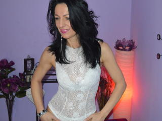 Picture of the sexy profile of BellaLady69, for a very hot webcam live show !