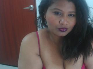 Photo de profil sexy du modèle CandyFontaiine, pour un live show webcam très hot !