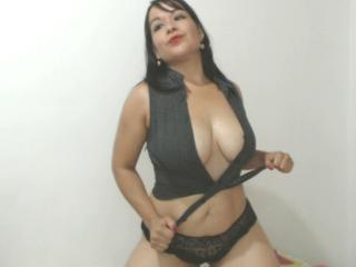 Photo de profil sexy du modèle CarlaFox, pour un live show webcam très hot !