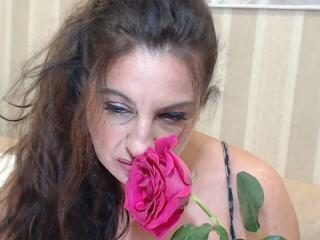 Photo de profil sexy du modèle Emerald, pour un live show webcam très hot !