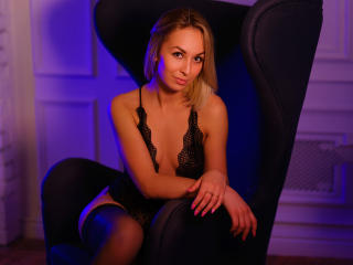 Photo de profil sexy du modèle EvelinHott, pour un live show webcam très hot !