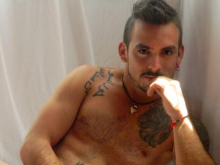 Picture of the sexy profile of HardAlejandroX, for a very hot webcam live show !