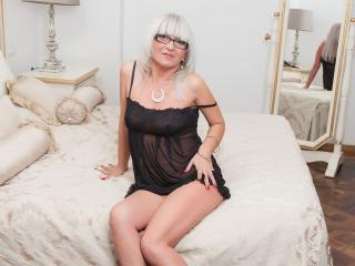 Picture of the sexy profile of HotBlondeToLove, for a very hot webcam live show !