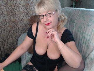 Photo de profil sexy du modèle HotSquirtyLady, pour un live show webcam très hot !