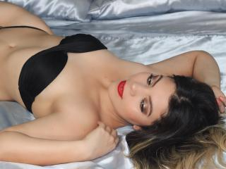 Photo de profil sexy du modèle HottyValerie, pour un live show webcam très hot !