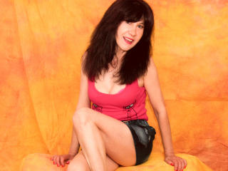 Photo de profil sexy du modèle IWannaLoveYou, pour un live show webcam très hot !