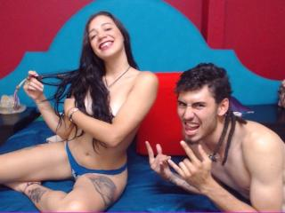 Photo de profil sexy du modèle JulieAndNiko, pour un live show webcam très hot !
