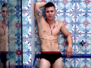Photo de profil sexy du modèle KevinJake, pour un live show webcam très hot !