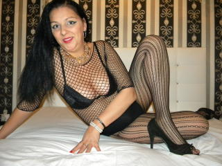 Picture of the sexy profile of LadyCrissy, for a very hot webcam live show !