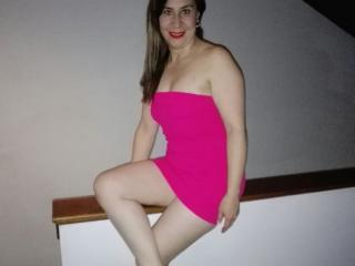 Photo de profil sexy du modèle LatinSquirtLove, pour un live show webcam très hot !
