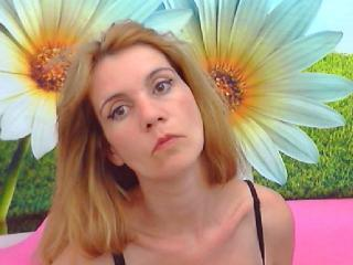 Picture of the sexy profile of LoraLove69, for a very hot webcam live show !