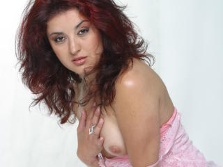 Photo de profil sexy du modèle LovelyAlexia, pour un live show webcam très hot !