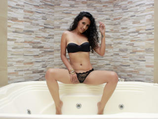Photo de profil sexy du modèle LucianaSexy, pour un live show webcam très hot !