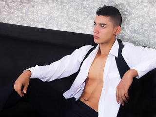 Photo de profil sexy du modèle MasterJonny, pour un live show webcam très hot !