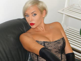 Picture of the sexy profile of MichelleKinky, for a very hot webcam live show !