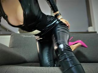 Picture of the sexy profile of MistressOfShadow, for a very hot webcam live show !