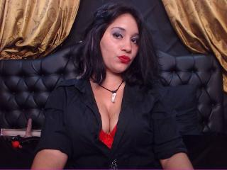 Photo de profil sexy du modèle ReadyToBeYours, pour un live show webcam très hot !