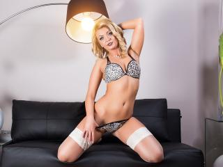 Photo de profil sexy du modèle SarahSky, pour un live show webcam très hot !