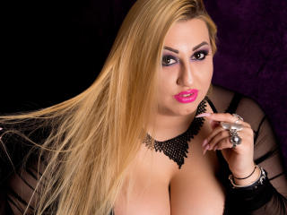 Picture of the sexy profile of SensualEvelin, for a very hot webcam live show !