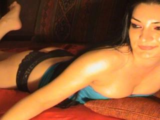 Picture of the sexy profile of SexyYvonne, for a very hot webcam live show !
