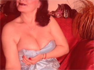 Picture of the sexy profile of ShineSandra, for a very hot webcam live show !