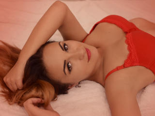 Picture of the sexy profile of YvoneDenisse, for a very hot webcam live show !