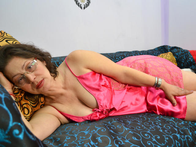 Picture of the sexy profile of EroticMatureForU, for a very hot webcam live show !