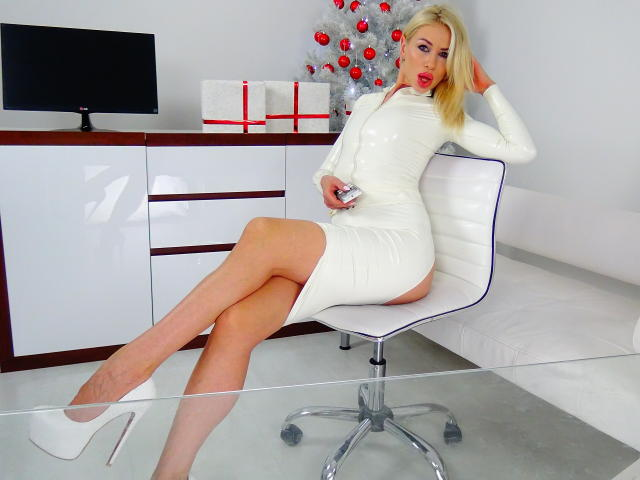Photo de profil sexy du modèle LouisaCream, pour un live show webcam très hot !