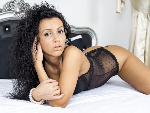 Picture of the sexy profile of LovelyKathya, for a very hot webcam live show !