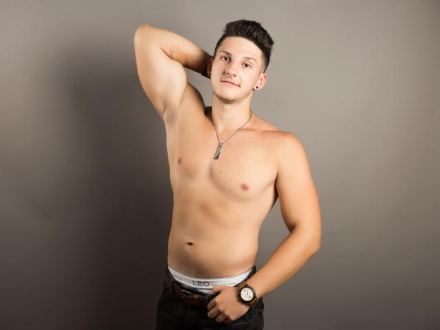 Picture of the sexy profile of LukasPowell, for a very hot webcam live show !
