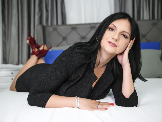 Photo de profil sexy du modèle MadameAlexaX, pour un live show webcam très hot !