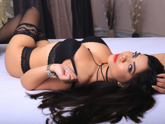 Picture of the sexy profile of MissAngelinna, for a very hot webcam live show !