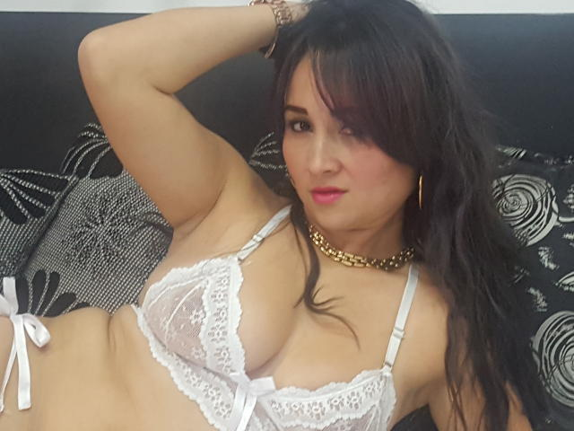 Picture of the sexy profile of Thaily, for a very hot webcam live show !