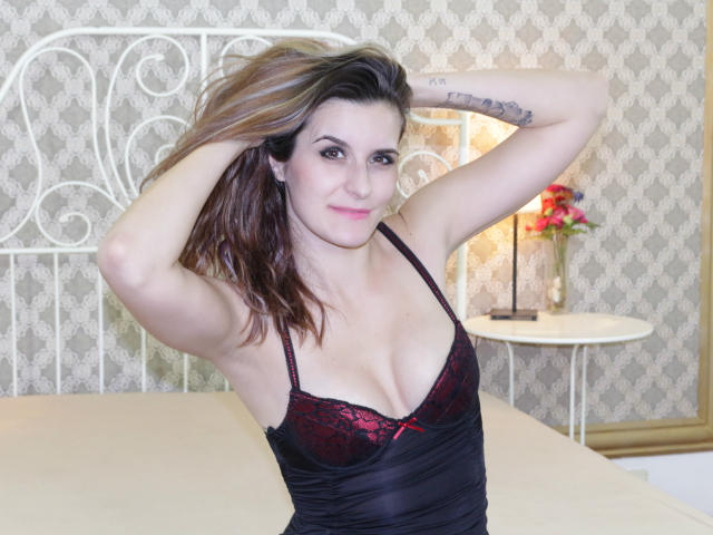 Picture of the sexy profile of TiaCaress, for a very hot webcam live show !