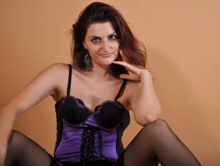 BustyCelie - Sexy live show with sex cam on XloveCam®
