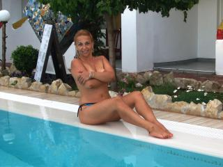 Apreel - Sexy live show with sex cam on XloveCam