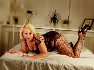 BlondeLorelleTease - Sexy live show with sex cam on XloveCam®