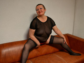 SophieMature - Sexy live show with sex cam on XloveCam