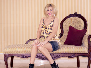HotBianka - Sexy live show with sex cam on XloveCam