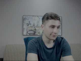 RoberttoHott - Sexy live show with sex cam on XloveCam®