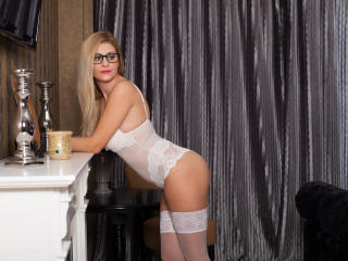 MayaStar - Sexy live show with sex cam on XloveCam®