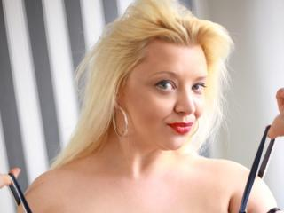 PlayfulHolly - Sexy live show with sex cam on XloveCam®