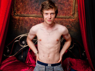 AidenSuperBoy - Sexy live show with sex cam on XloveCam