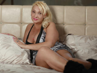 HotBlondeLady - Sexy live show with sex cam on XloveCam