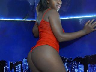 IsaXChaude - Sexy live show with sex cam on XloveCam®