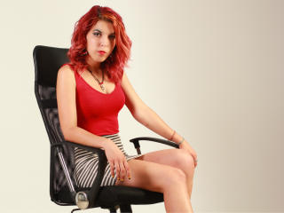 OneChicFox - Sexy live show with sex cam on XloveCam