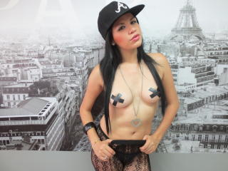 GiaPinkPussy - Sexy live show with sex cam on XloveCam®
