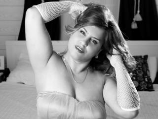 SquirtFaster - Sexy live show with sex cam on XloveCam